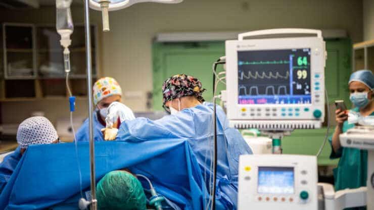 Prewencyjna mastektomia – zabieg Angeline Jolie